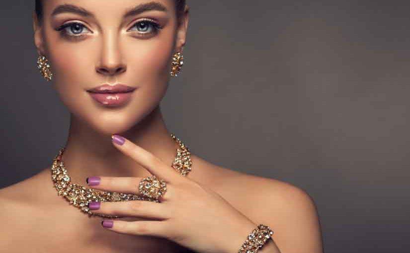 Bezpieczenstwo-bizuterii-podczas-wakacji-Czy-brac-biżuterie-w-podroz