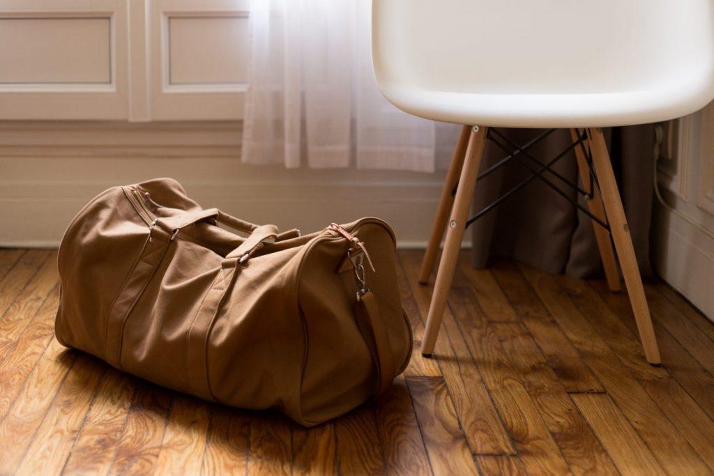 W bagażu podręcznym czy rejestrowanym? Podpowiadamy, jak przewozić biżuterię samolotem.