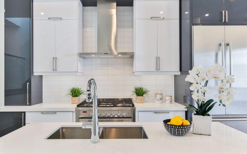 Jak czyścić zlewy i odpływy kuchenne